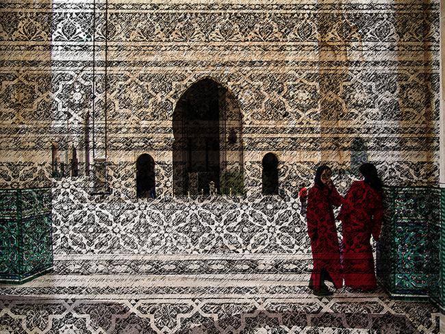 Mezquita y Niñas de Rojo , 2016  Fotografía Digital Intervenida  Impresa en Acrílico Por Emulsión  22.5 x 29.5 cm  Impresa en C-Print en Papel Metálico  22.4 x 29.9 cm