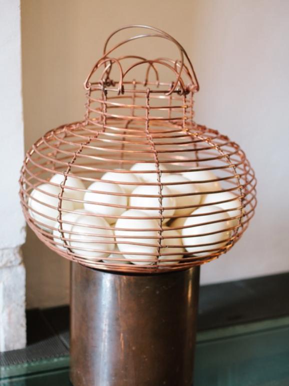 DOS DOCENAS  2015  Técnica mixta: Cable de cobre y 24 cascarones de huevos.  68 x 68 x 68cm