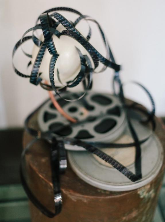 LAS SIETE BELLAS ARTES, CINE  2016  Técnica mixta: Soporte de cobre, tubo de cobre, película con carrete y contenedor de metal, cascarón de huevo  67 x 40 x 40cm