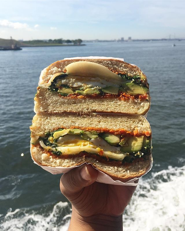 Happy Friday! Currently experiencing cruise withdrawals. The green/gray water of NYC is not the same as the true blue of the Atlantic. But hey, a egg sandwich with spinach, avo and cheese can pretty much fix anything right?! 🥪🍳🧀🥑🍃Tell me about your fave comfort food! 👇🏼