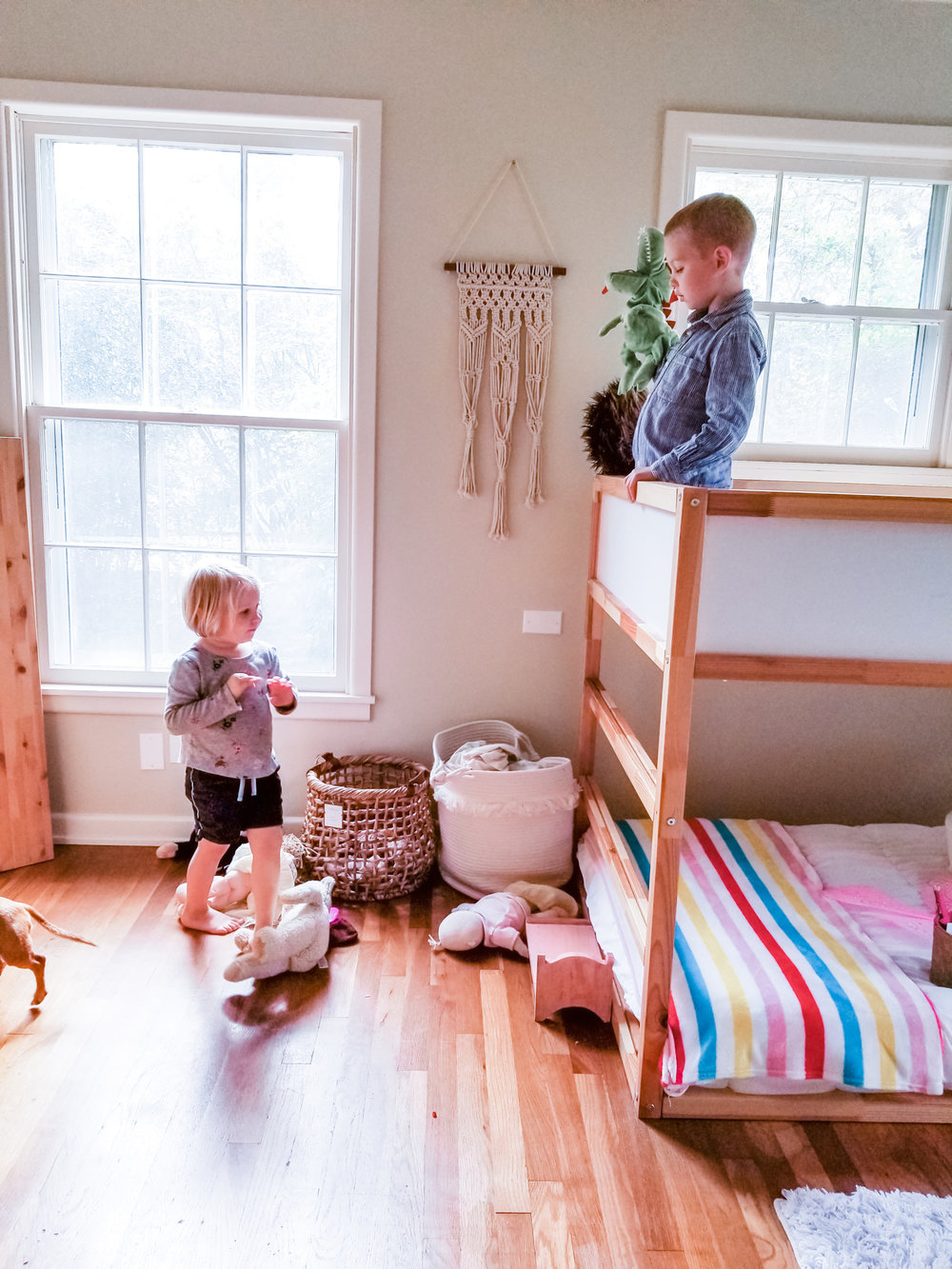 Right after I finished their room the kids wanted to have a puppet show! My dream is that they love being in their room. And that they feel comfortable to both play and be themselves. So this spontaneous play right after I had finished their room really warmed my heart!