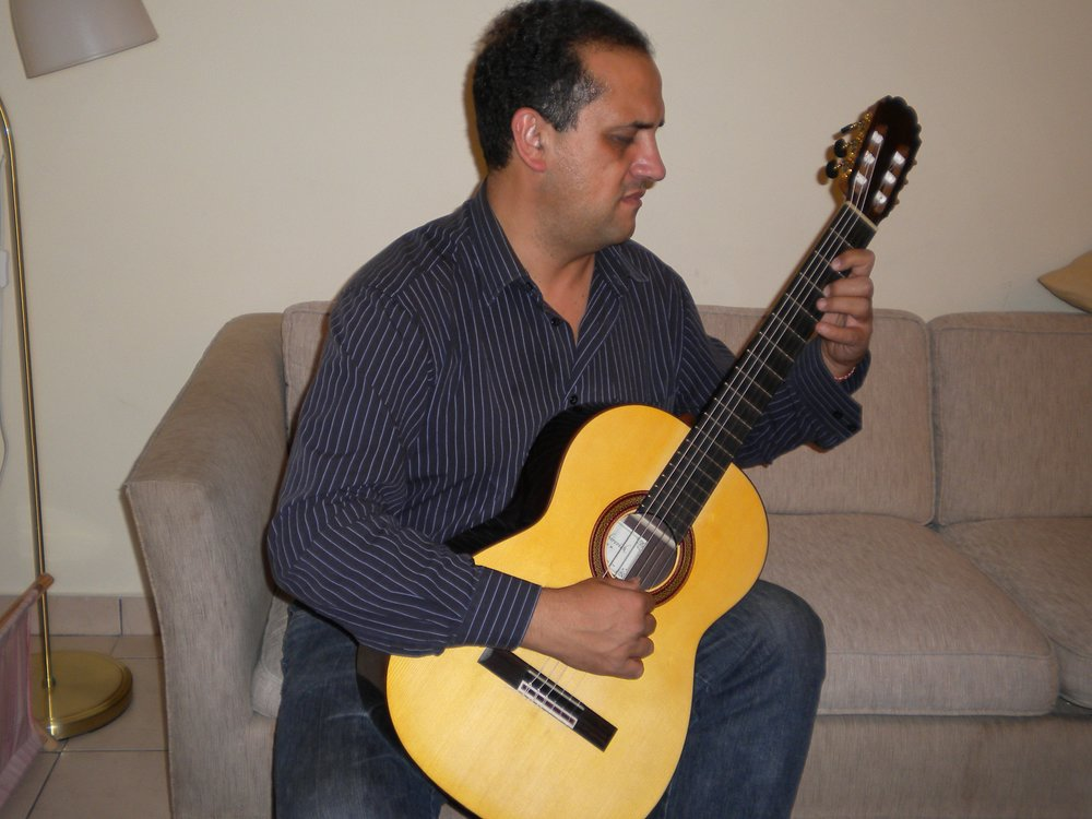 Enrique Munoz  playing Spruce/Rosewood Traditional classical guitar at my home in Jerusalem, Israel, 2010