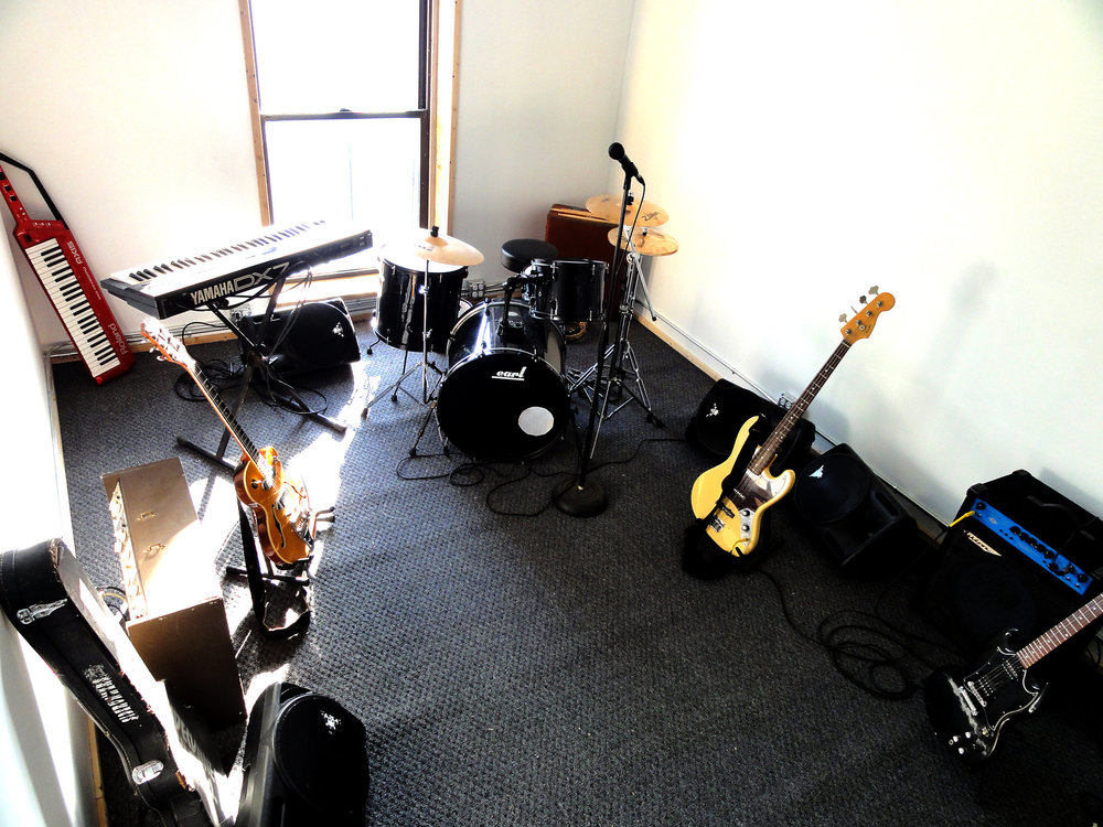 Studio-b3: The Inner Sanctum - After years of struggling to find a RECORDINGl spaces that suited all our needs we decided that creating our own was the only way. We built the kind of place we would love to RECORD in ourselves, in fact, we do.