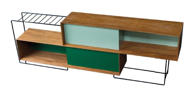 assim como um projeto arquitetônico, o aparador Lina foi desenvolvido explorando relações de peso e leveza, cheios e vazios, permeabilidade visual e dinâmica nos fechamentos. Por sua simetria, permite a utilização como divisor de ambientes.