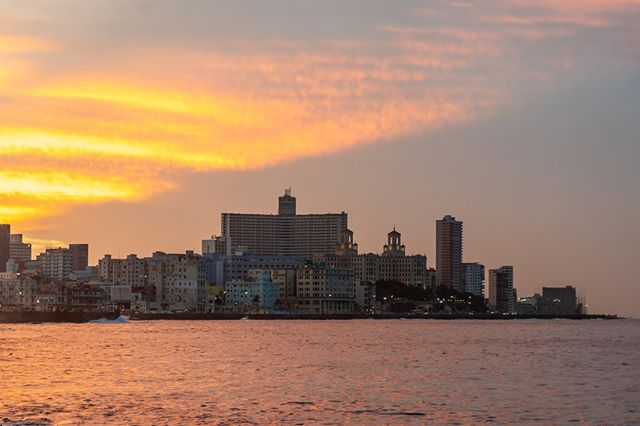 The sun sets behind the Hotel Nacional, lighting up with clouds in a stunning display .  www.cubaphototravel.com Engage l Explore l Capture Follow: @cubaphototravel / Tag: #cubaphototravel . . . . #Cuba #loves_cuba #havana #photographyislife #keepexploring #theglobewanderer #exploretheworld #neverstopexploring #roamtheplanet #chasinglight #openmyworld #travelphotographer #traveldeeper #stayandwander  #cityview