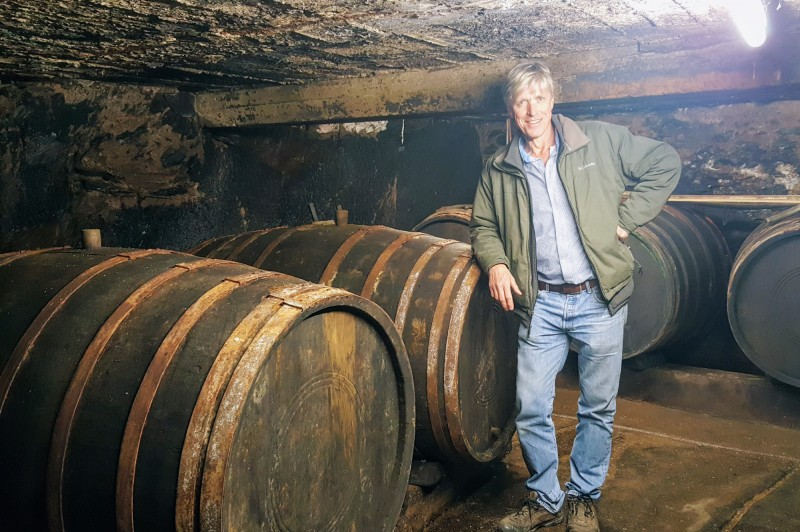Thomas_Hansen_in_Cellar-3345-800-600-90.jpg