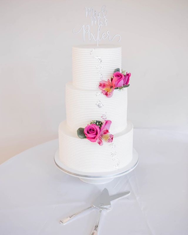 So beautiful 😍... could just eat a big slice!! . . . . . @levinemuseum @precious_times_events @theclaypixler @epix10 . . . #weddingcake #weddingcakes #ncweddingphotographer #cltweddingphotographer #cltwedding #cltweddingcakes #charlotteweddingphotographer #charlottenc #northcarolinaweddingphotographer #weddingday #weddingdetails #cakesofinstagram #scweddingphotographer #bustld #marthastewartweddings #fineartweddingphotographer #fineartweddingphotography #communityovercompetition #risingtidesociety #northcarolinabride #carolinabrides #isaidyes #beautifulwedding