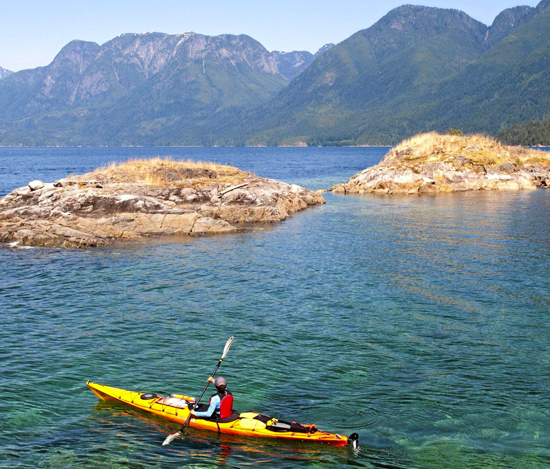 Top 5 things to do - - Go hiking or biking on lush trails;- Stroll or beachcomb along sandy beaches;- Visit local markets, galleries and museums;- Go sailing, kayaking and canoeing;- Dine in bistros, cafés and restaurants;