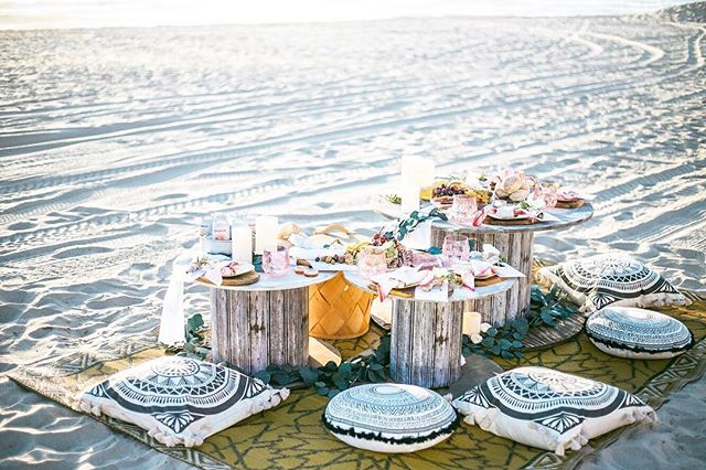 This is a Boho Pop Up Picnic!  We bring an al fresco dining experience to locations all over San Diego! . ✔️Sunset dinner on the beach! ✔️ Brunch with friends! ✔️ Engagement Party at #sunsetcliffs ! .  We're for parties of 2-20 guests and we take care of the food & drink, supplies & decor, cleanup and all the logistics. Check the link in our bio to learn more 👆