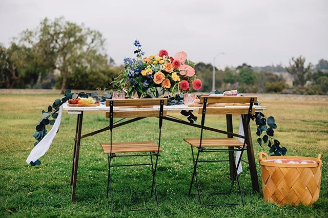 Checkout this #pride inspired Pop Up Picnic... just in time for this weekend! 🌈💗✊️ . . . Special thanks to @sevenstems for the 🌸beautiful blooms and @dianarosephoto for the amazing photos 📷. . . So what's Pop Up Picnic Co all about? Fun times + friends + cool spot - the heavy lifting. We bring everything you need for the ideal picnic so you don't have to do any of the work. We bring food + drinks, seating + decor for 2-20 guests. #birthday #anniversary #familyphotos #bridalshower #babyshower  #persistwithpride #popuppicnicco #picnicinthepark #dateideas #friendshipgoals #brunch #rainbow #springrolls #sandiego #cleaneating #vegan #glutenfree #vegetarian #organicfood