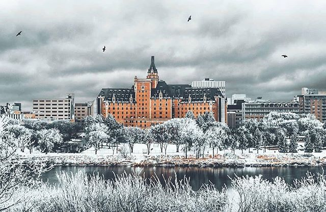 The Story: This morning the news said -40 wind chills return to finish off February in Saskatoon ... if it means views like these, bring it on! (📸 @joshalexphotos)
