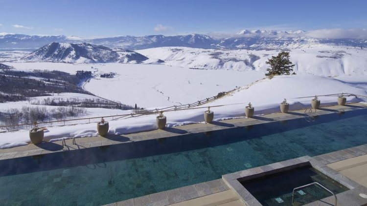 Amangani-Swimming-Pool-in-Winter-scr-750x422.jpg