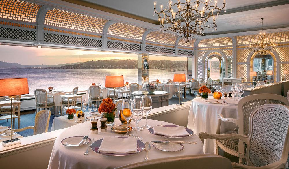 hotel-du-cap-eden-roc-france-europe-cote-d-azur-exterior-terrace-gourmet-restaurant-interior_lg.jpg