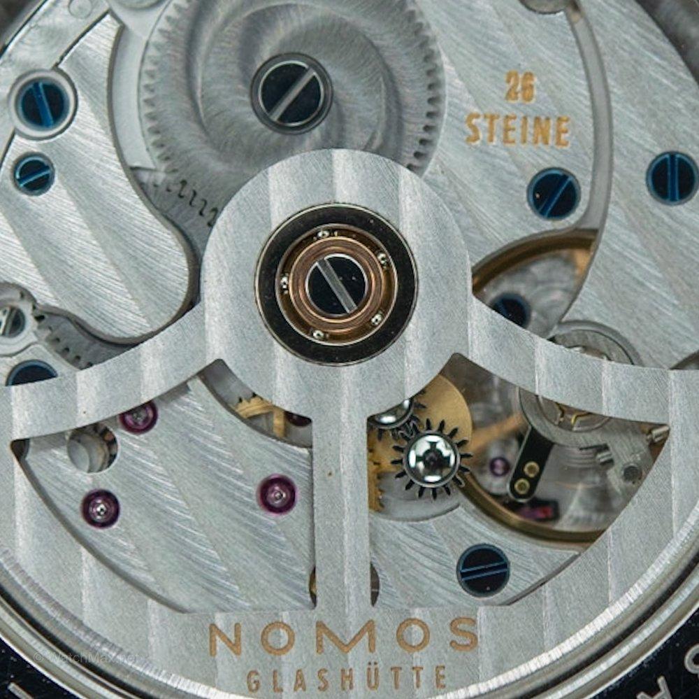 nomos-tangomat-gmt-11.JPG