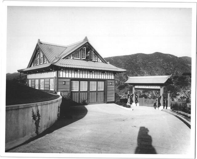 carriage-house-and-entry-gate-1914.jpg