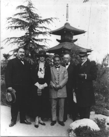 eugene-and-adolph-bernheimer-with-pagoda-1914.jpg