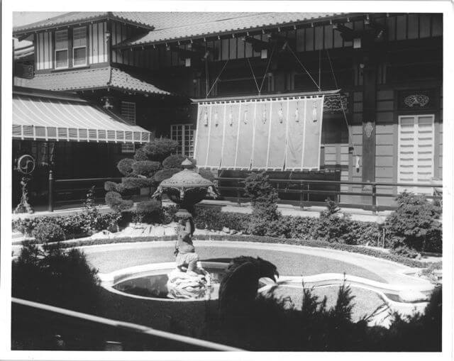 garden-court-1914.jpg