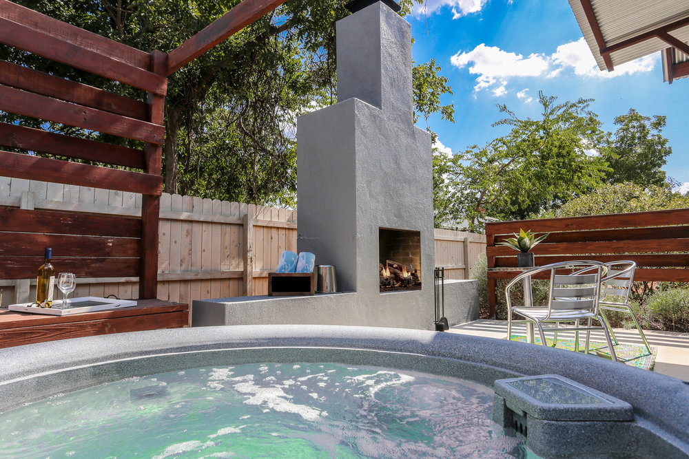 PATIO SISTERS - 4 PRIVATE COTTAGES   Features: Private Hot Tubs, Outdoor Fireplace,Walking Distance, King Beds