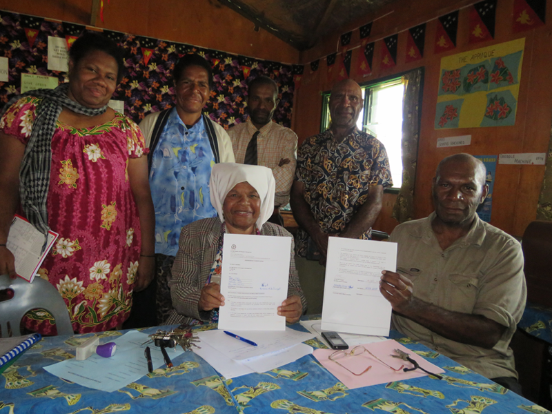 Above: The Evangelical Lutheran Church of PNG signed an MoU signing with Karanas Primary School in Lalibu station, Southern Highlands. The school received water tanks and a toilet was built for female students. The church partners worked to ensure disability and child inclusion were considered in the design and installation of water tanks and toilets.
