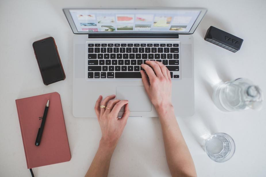 womans-hands-typing-laptop_925x.jpg