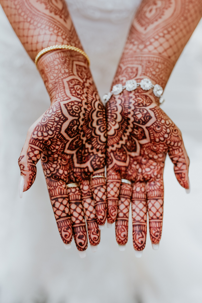 mehndi hands bride