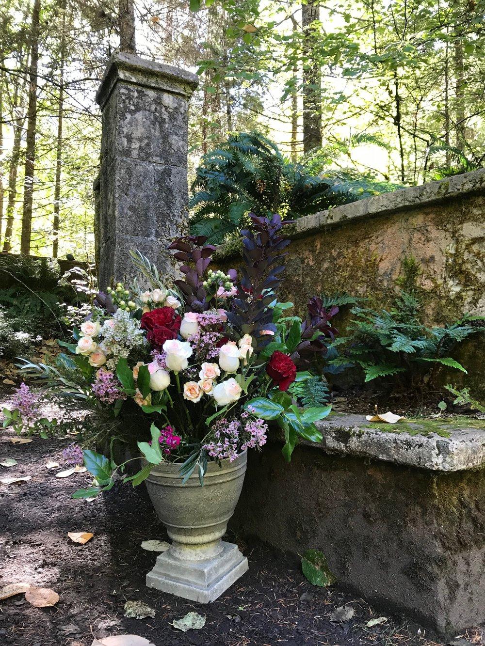 Bend Floral Artistry -  bendfloral.com  Photo: Emily Miller, Bend Floral Artistry Belknap Hot Springs.   Your Local Bend, Oregon Bespoke Florist.
