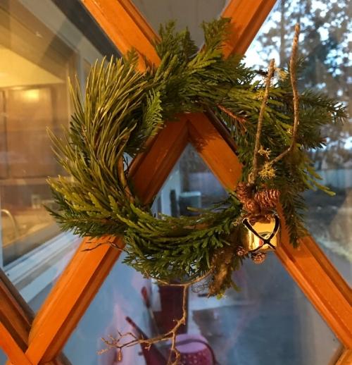 Bend Floral Artistry  - Holiday Arrangements delivered in Bend Oregon.