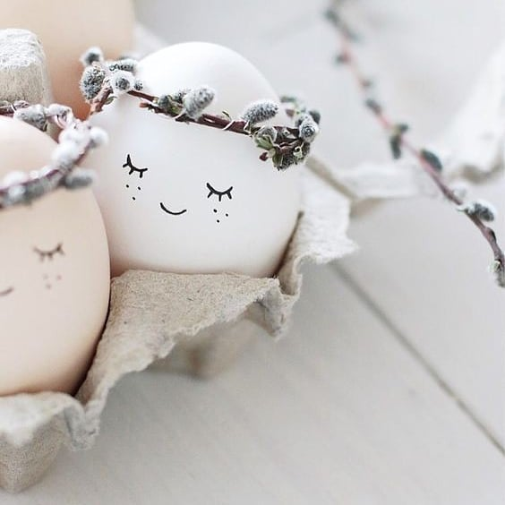 How cute are these eggs? 😊🥚🌸 I hope you're having a lovely break so far 💕 I'm off to do a work out before a huge Easter Sunday feast 🐰💃 Happy Easter!  📷 @liiv.blog