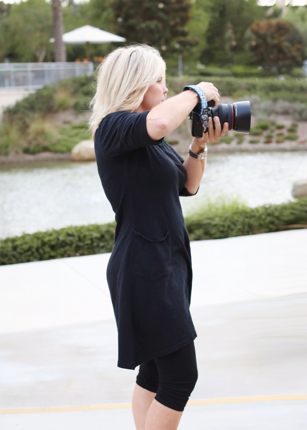 Photo of Orange County Photographer Shawna Henrie of Bleudog Fotography taking photos with her canon camera