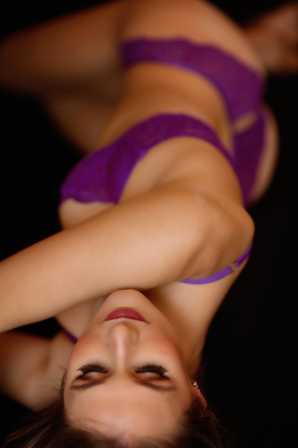 Fushia bra and panty boudoir photo shoot