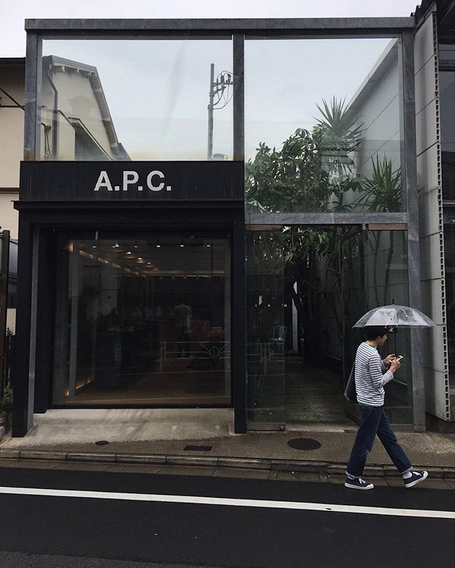 Tokyo | Day 5 Last day in this amazing city, and it's safe to say we're coming back! Have loved exploring the city, the culture, the food and all of the amazing architecture! . . . . . #tokyo #japan #nakameguro #apc #retail #design #architecuture #street #umbrella #walking #glass #steel #japanesedesign
