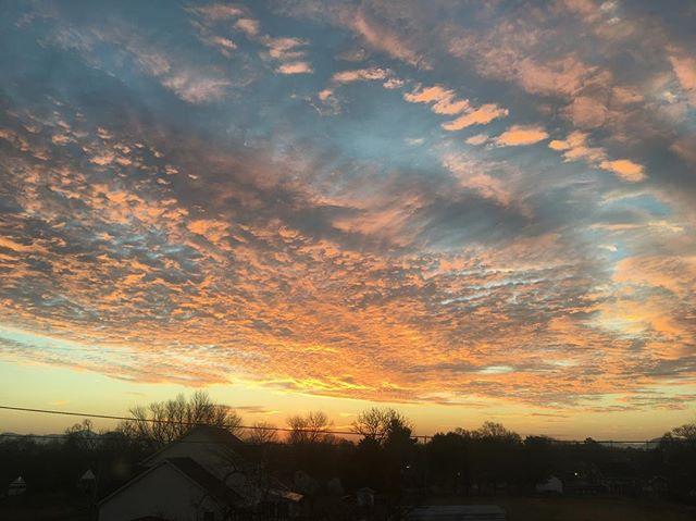 Sky love.  #sky #skysteppingresearch #clouds #sunrise #color #vibe #sun #photograph