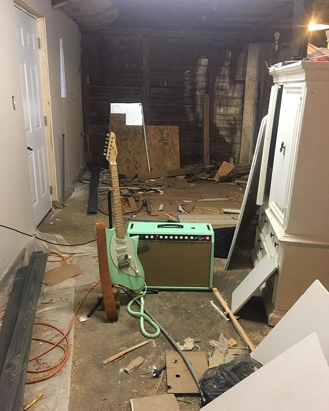 #lslinstruments #fenderamps #studio #surfgreen #construction #messy #guitar #guitarist