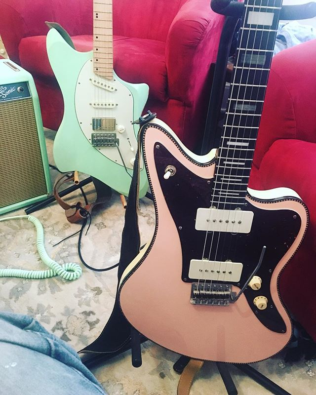 Pastel twins? These 2 instruments inspire me. Also, @emilydrums inspires me with her great playing on a new song called Somewhere in Santa Fe. Excited for you to hear it! Check out Emily and her stellar playing!  #emilydrums #drums #redrocketguitar #lslinstruments #guitar #offsetbody #mapleneck #rosewoodneck #vibe #makesomeart