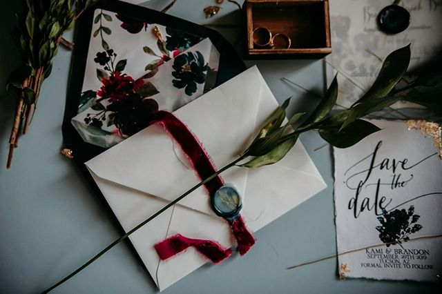 The smallest of details can make your Wedding Suite go from 1➳1,0000000. ⠀ ⠀ Ribbon, wax seals, homemade envelope liners, gold foil, and watercolor edges all make up these fine little details that will make your guest go 😲😲when they open up your invitation. 💌 ⠀ ⠀ Ribbon: @illumesilks Hand Dyed Silk Velvet Ribbon⠀ Envelope Liners: Hand Made with ❤ by Maplewood⠀ Wax Seals: @artisaire, hand made by Maplewood⠀ ⠀ 📷 @maplewood.photography ⠀ ⠀ #organicart #organicwedding ⠀ #weddingdetails #thatsdarling #weddingideas #weddinginspo #weddinginspiration #fineartwedding #handmade #arizonabride ⠀  #azbride #azwedding #arizonawedding #theknot #soloverly #huffpostido #phoenixwedding #bride #ohwowyes #arizona #arizonaweddings #brideandgroom #phoenix #azphotographer #azweddingphotographer