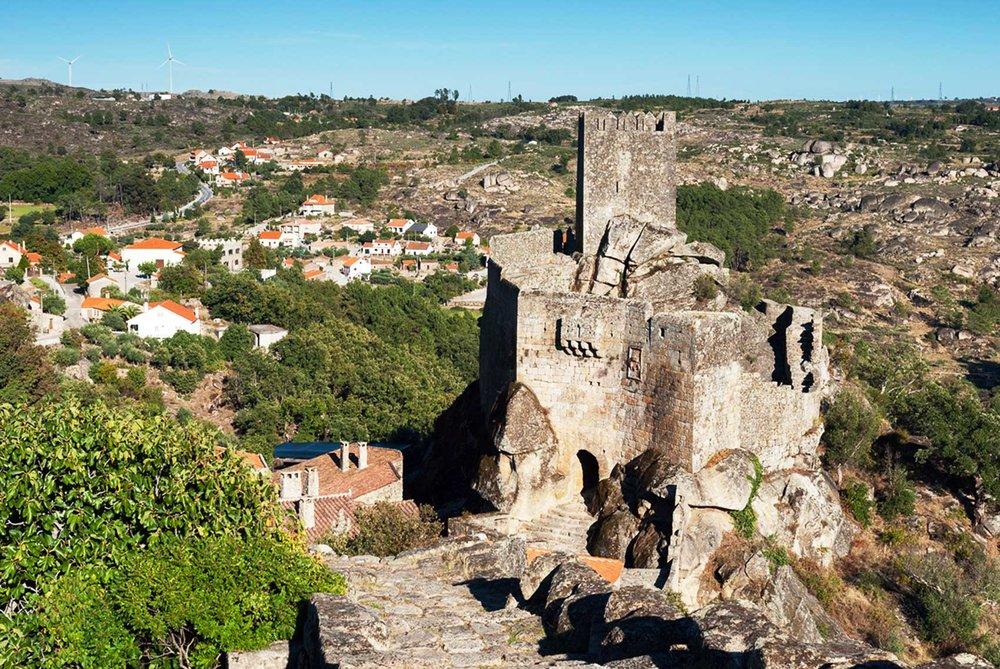Vista do Castelo de Sortelha (Sabugal). ©  www.aldeiashistoricasdeportugal.com