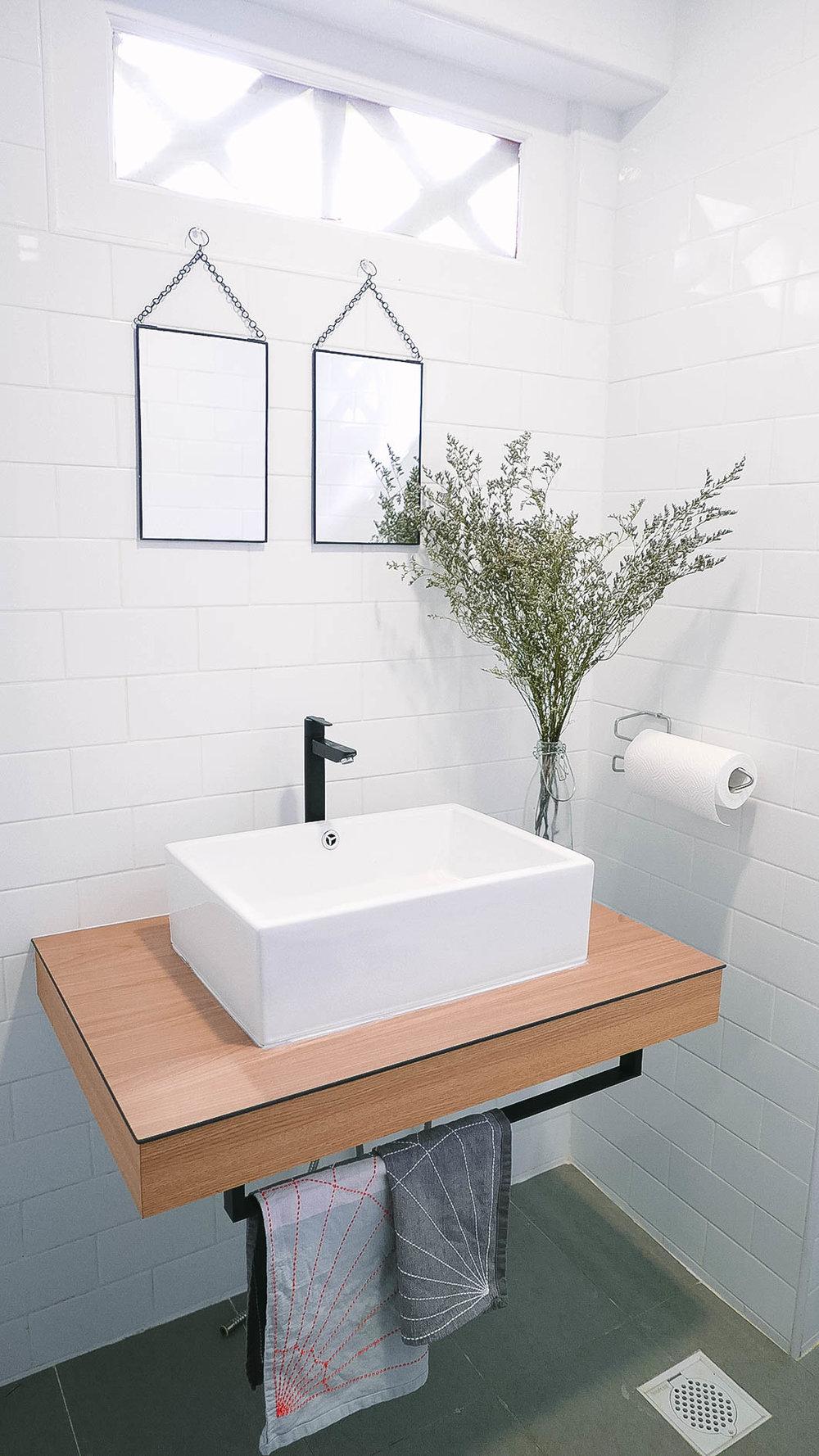Cool Minimal Bathroom Design