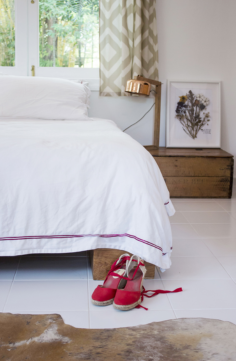 Minimal Bright Neutral Bedroom