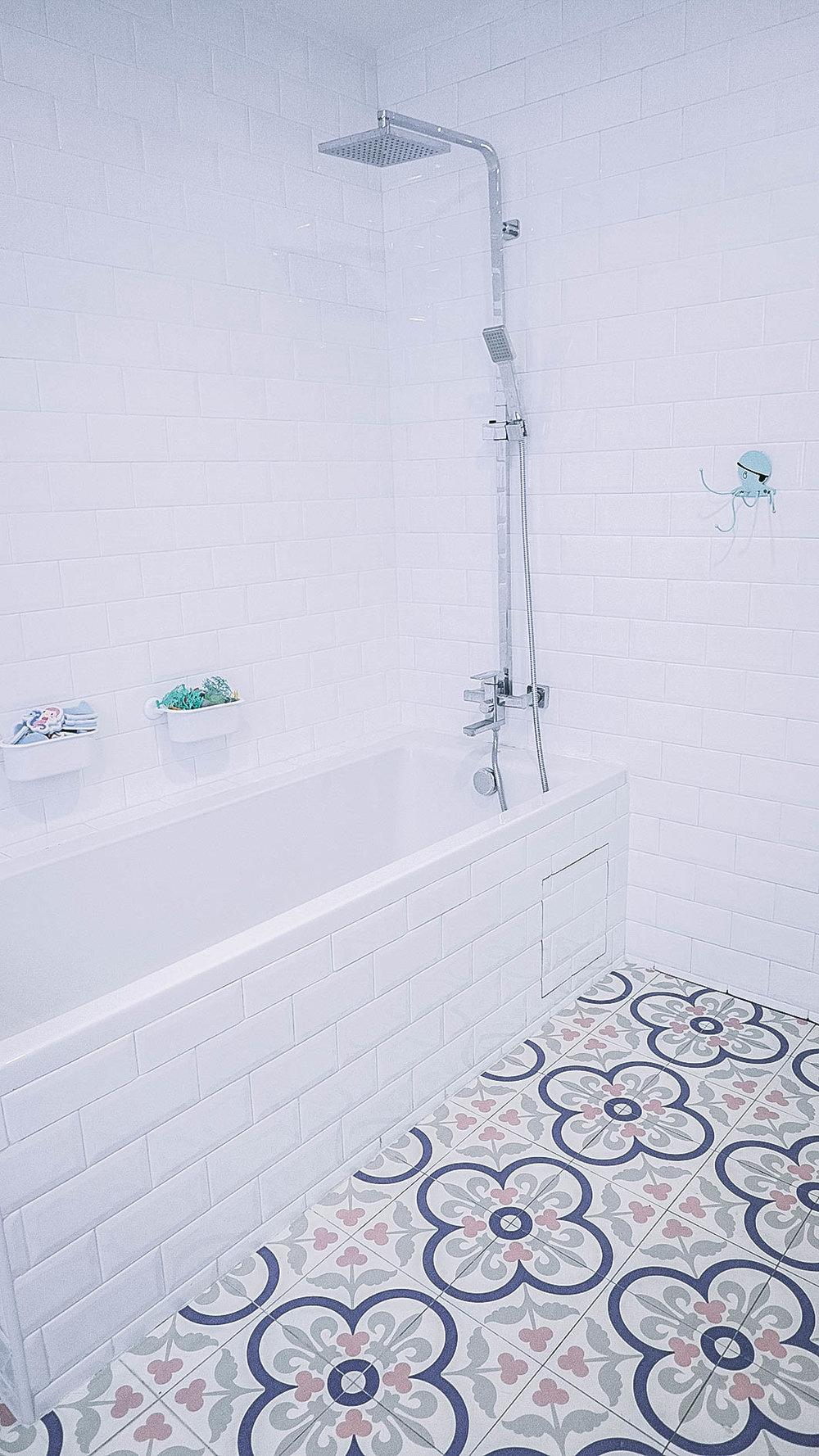 Cool Rain Shower Bathtub Graphic Tiles