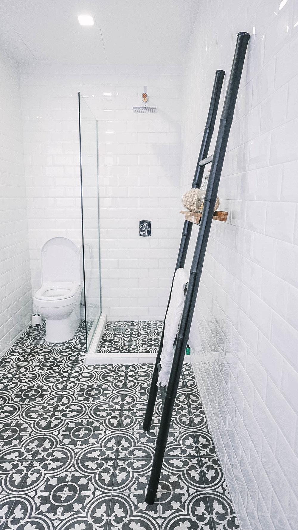 Monochrome Bathroom Floor Tiles Shower