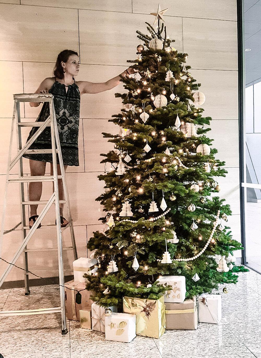 Beautiful Gold Christmas Tree Decorations