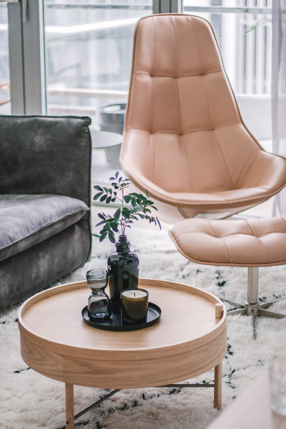Cosy Leather Chair Light Wood Coffee Table