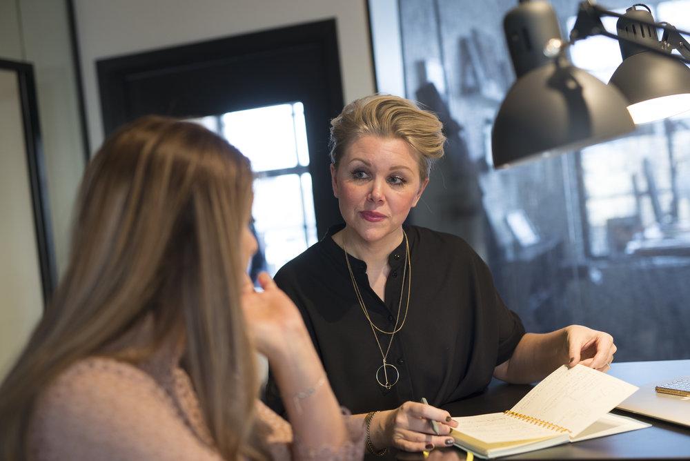 JAG HJÄLPER DIG ATT - skapa kreativa, starka och dynamiska teamse till att rätt person gör rätt sak kopplat till företagets målkartlägga företagets samlade kompetenserskapa nyckelrollerutvärdera nuläget: hur mår din viktigaste tlllgångskapa rollbeskrivningarskapa onboardingprocesser
