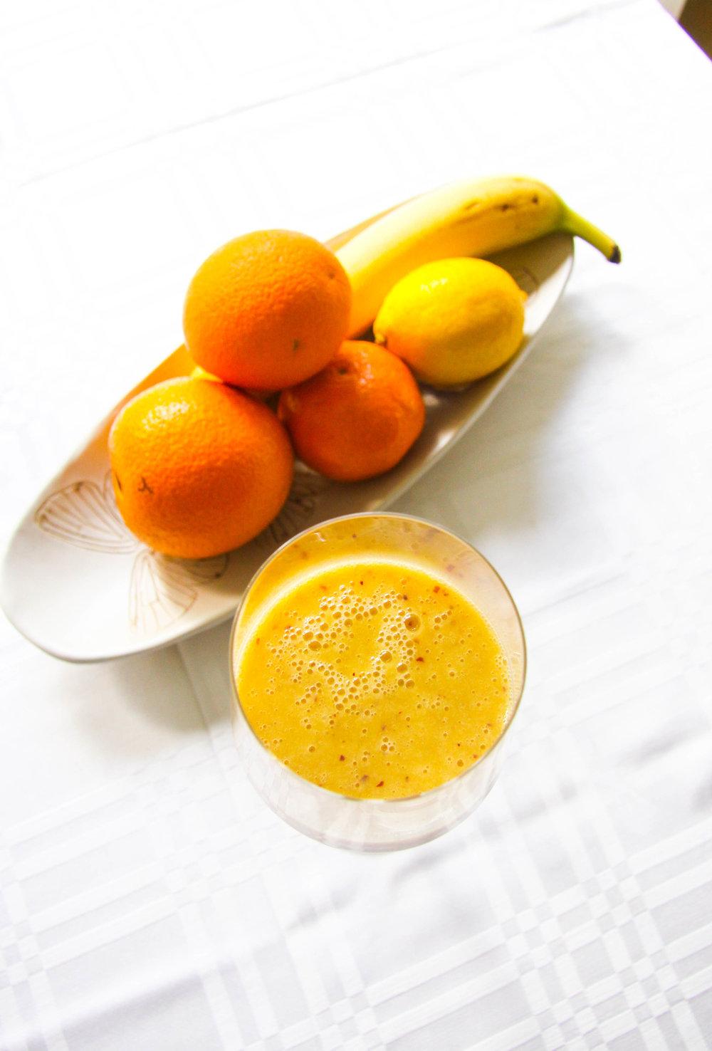 Vegansk smoothie med apelsin och kokos.