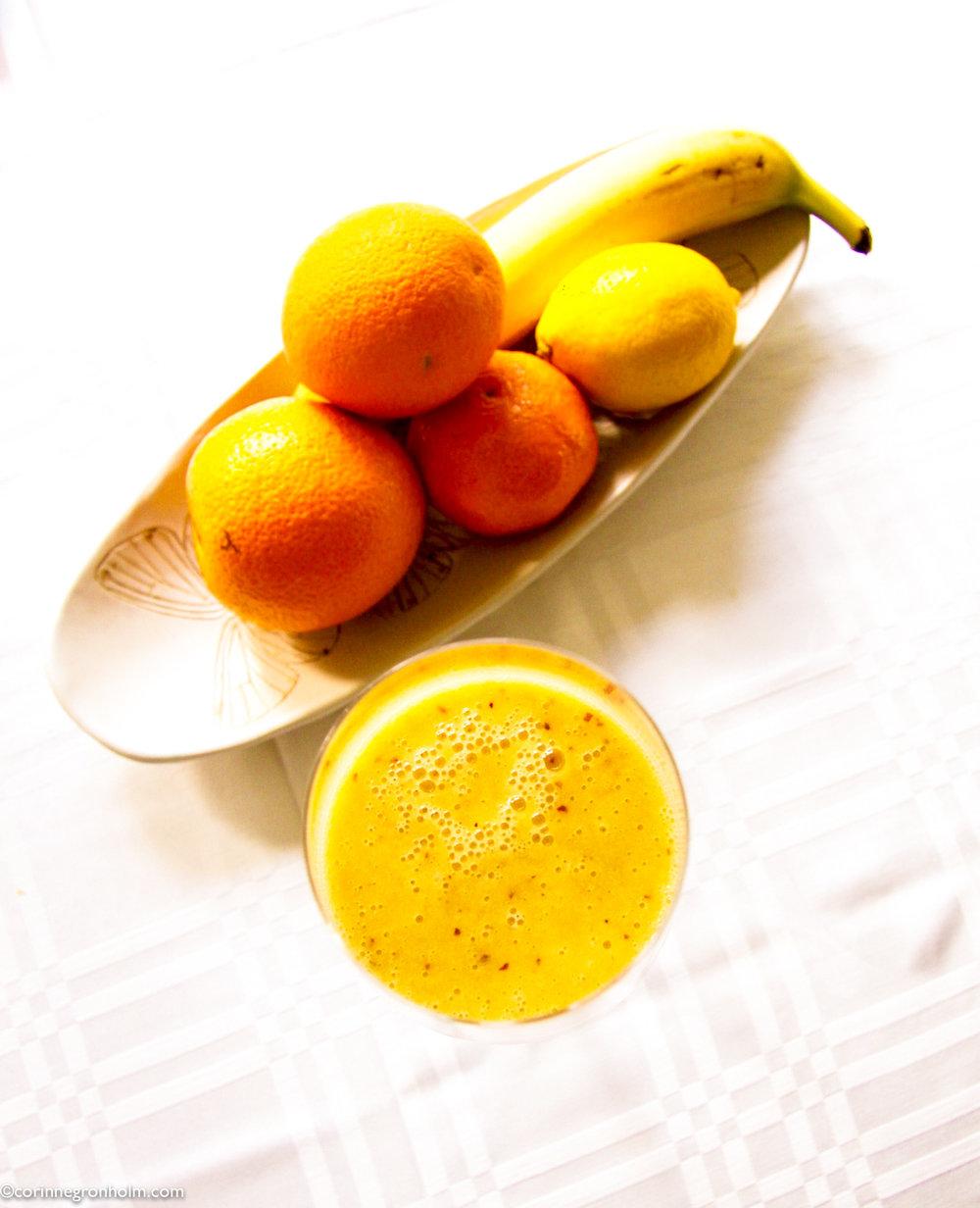 Recept på vegansk apelsin och kokossmoothie.