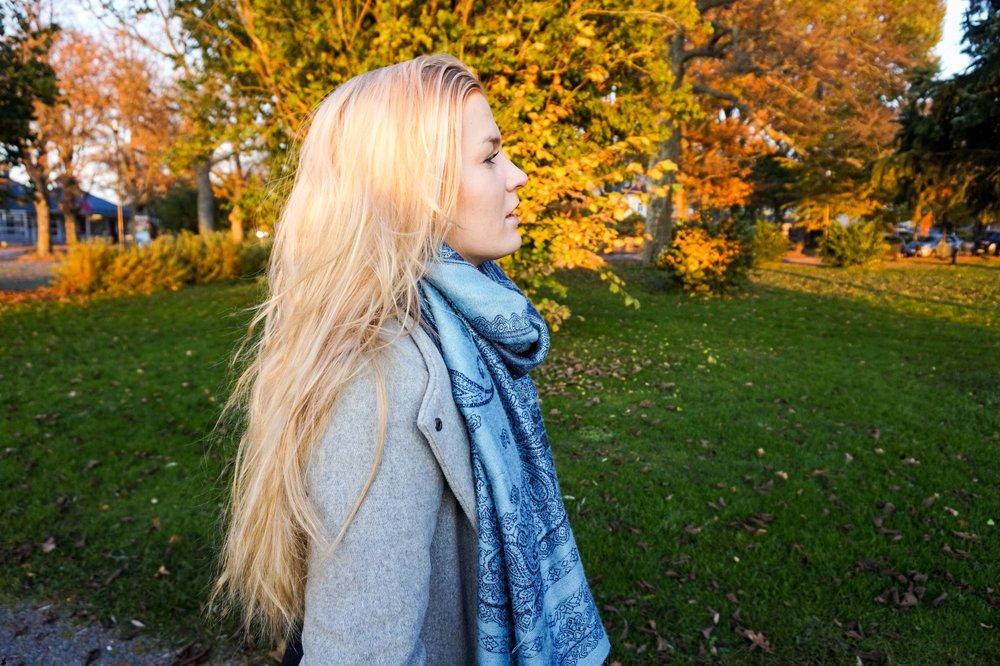 Bild från en dag i Ekenäs. Nyslingat hår med lite orangea toner. Minns att jag trivdes superbra i det håret.