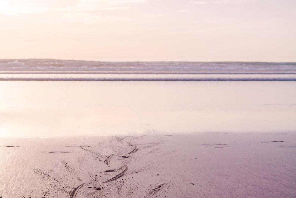 En yogastund som var betydligt lugnare. På stranden i Marocko, magi.