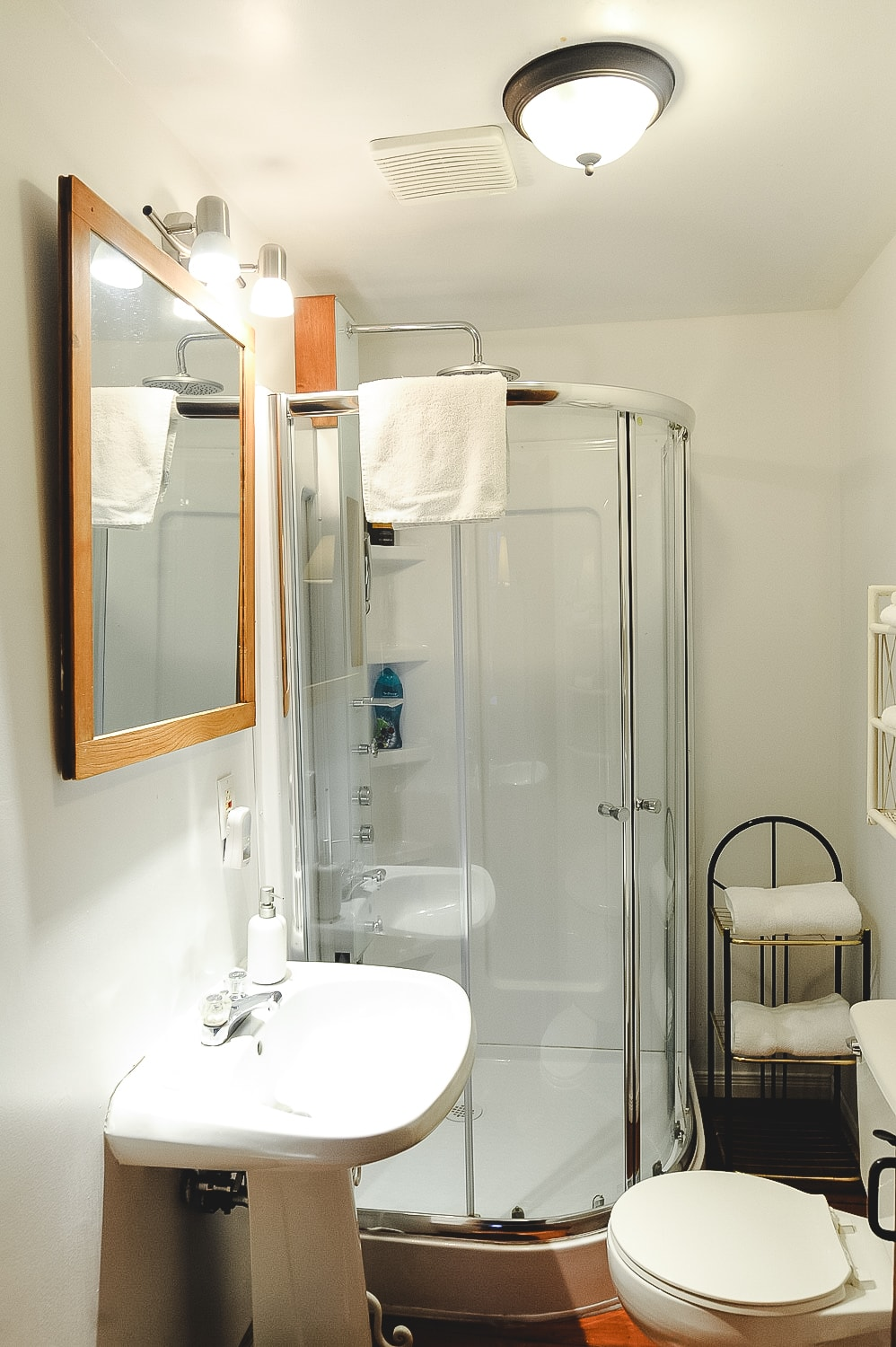 Suite Bathroom.jpg