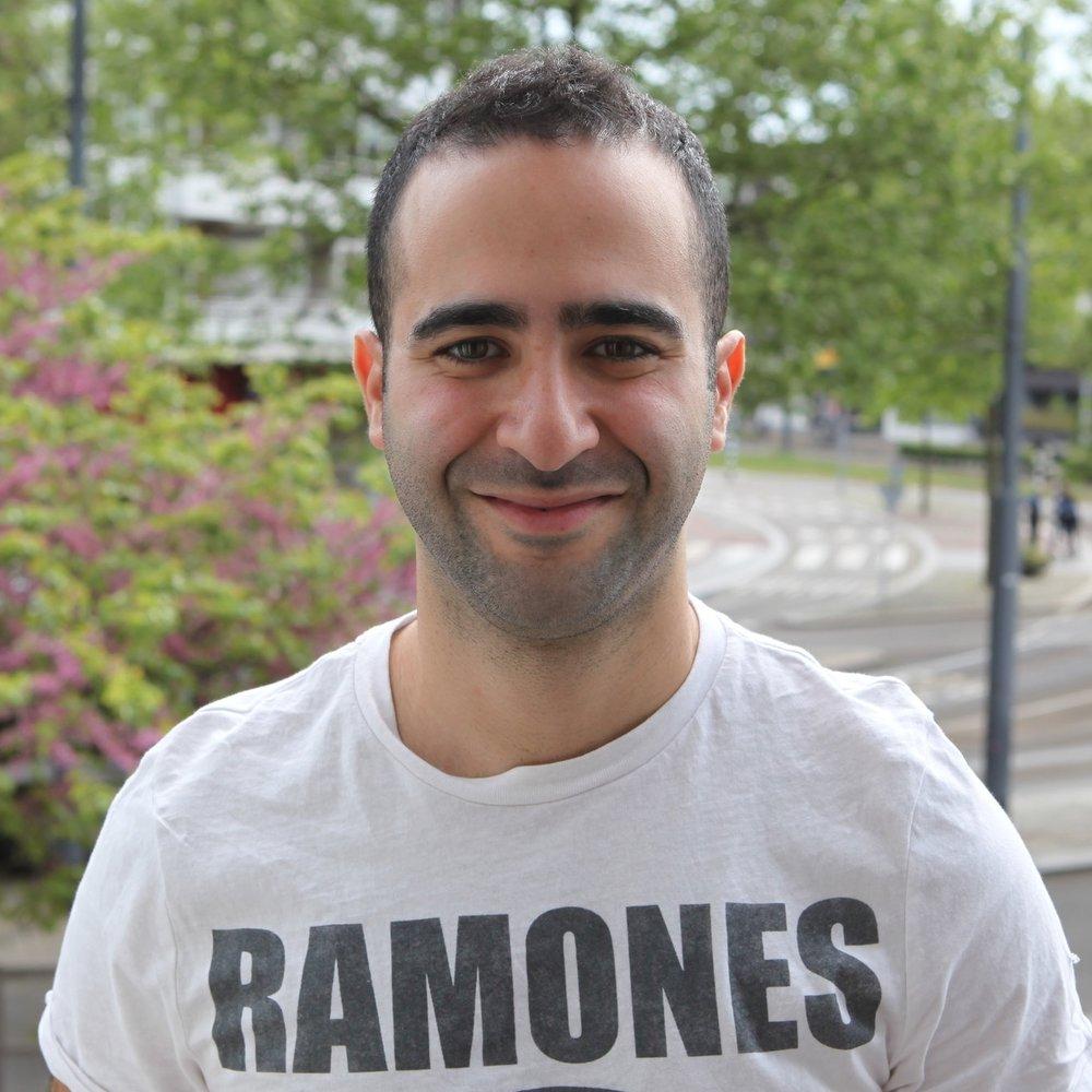 Mehmet, echtgenoot van Aysel - Werkt in een restaurant en is pas getrouwd met Aysel. Hij verwacht eigenlijk dat een eerste zwangerschap wel snel zal komen. Hij heeft een zus en een vriend die al kinderen hebben.