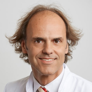 Dr. med. Massimo Leonardi - Als Facharzt FMH für Neurochirurgie engagiere ich mich aus neurochirurgischer und neuroorthopädischer Perspektive seit bald 30 Jahren in der Untersuchung und Behandlung von Beschwerden, Verletzungen und Erkrankungen der Wirbelsäule. Als Neurochirurg liegt mein Fokus auf der schonenden Entlastung der Nervenstrukturen.